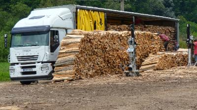 tűzifa kamionnal Gloriett-telep